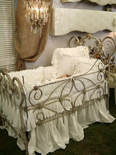 When I look at shabby chic kids' rooms, I wish I had a little daughter! Shabby chic style is one of the most popular for children's spaces, to be precise, Nursery Bedding, Nursery Room, Girl Nursery, Girl Room, Nursery Ideas, Princess Nursery, Babies Nursery, Nursery Curtains, Pink Princess