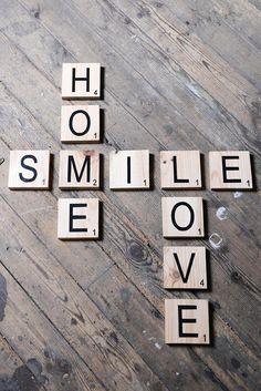 Lettres scrabble en bois massif Carré de 10 x 10 cm avec lettrage noir Vernis pour une meilleur protection. Créer votre propre décoration en choisissant les mots que vous voulez affichez chez vous Sélectionner la quantité en fonction du nombre de lettre que vous souhaitez (noubliez pas de prendre en compte si vous croisé les mots ou pas) Nhésitez pas à me contacter pour toutes question ____________________ Wooden scrabble letters Square 10x10 cm (3,9370 x 3,9370 inches) Creat your own de...
