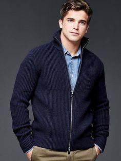 Lambswool mockneck zip sweater