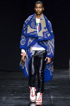 See all the Walter Van Beirendonck Fall/Winter photos on Vogue. Paris Fashion, High Fashion, Fashion Show, Mens Fashion, African Inspired Fashion, African Fashion, African Men, African Dress, Vogue Paris