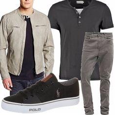 Tutti saldi e promozioni: la giacca in similpelle BATA è davvero un affare, costa poco meno di 20 euro; le abbiniamo t-shirt grigia in promo, jeans grigi e scarpe nere e grigie.