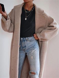 Fashion women's solid color lapel coat - Women's style: Patterns of sustainability Fashion Week, Look Fashion, Daily Fashion, Autumn Fashion, Fashion Outfits, Womens Fashion, Club Fashion, Fashion 2020, 1950s Fashion