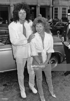 Guitarist Brian May of British rock band Queen with actress and singer Anita Dobson at the launch of their single 'Talking of Love', London, July Queen Brian May, I Am A Queen, Queen Photos, Queen Pictures, Queen With Adam Lambert, Brian's Song, Queen Guitarist, Somebody To Love, Queen Freddie Mercury
