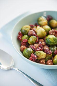 Recept voor Geroosterde spruitjes met hazelnoten en veenbessen