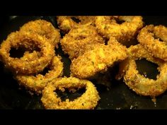How To Make Panko Crumb Coated Crispy Fried Onion Rings: Homemade Onion Rings Re. Wie man k Homemade Onion Rings, Onion Rings Recipe, Onion Recipes, Chili Recipes, Tempura Recipe, Spicy Fried Chicken, Best Chili Recipe, Dinner Side Dishes, Fried Onions