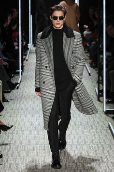 Cerruti 1881 Fall 2017 Menswear Fashion Show - Cerruti 1881 Fall 2017 Menswear Fashion Show See the complete Cerruti 1881 Fall 2017 Menswear collection. Mode Masculine, Costume En Lin, Fashion Show, Fashion Outfits, Fashion Trends, Men's Fashion, Fashion Menswear, Fashion Styles, Paris Fashion