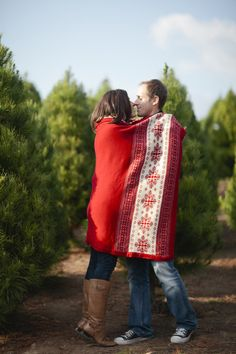what about creating a holiday themed calendar for a wedding gift for guests! Engagement photos from each month! - Christmas Engagement Session by joielala photographie Christmas Photo Cards, Christmas Photos, Holiday Photos, Christmas Ideas, Christmas Tree, Couple Photography, Engagement Photography, Wedding Photography, Photography Studios