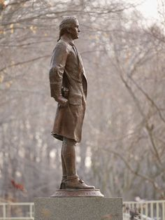 Nathan_Hale_Statue_-_Flickr_-_The_Central_Intelligence_Agency_(2)