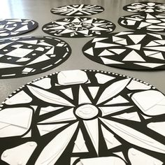 Collagraph Mandalas-create 2 pieces of art at once! Elementary or middle school art project. Programme D'art, Classe D'art, Mandala Art Lesson, 7th Grade Art, Middle School Art Projects, Mandalas Drawing, Ecole Art, Art Curriculum, Desenho Tattoo
