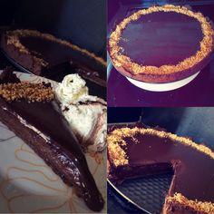 Triple chocolate praline tart, recipe by @akispetretzikis