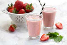 Strawberries & Creme Milkshake :: Healthy Vegan with Colleen Holland Heart Healthy Breakfast, Heart Healthy Desserts, Healthy Life, Healthy Food, Top Recipes, Vegan Recipes, Dessert Recipes, Raw Almonds, Frozen Strawberries