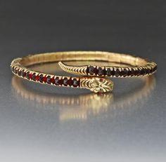 Vintage Gold Garnet Snake Bracelet Source by boylerpf Jewelry Garnet Jewelry, Sterling Silver Jewelry, Antique Jewelry, Vintage Jewelry, Vintage Bracelet, Gold Jewelry, Luxury Jewelry, Antique Gold Rings, Fine Jewelry
