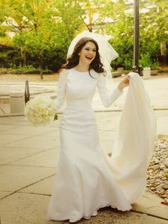 Today I'm Going to share a beautiful collection of modern Vintage Wedding Dresses Design, vintage inspired wedding dresses offer more styles e.g: Modest vintage wedding dresses, short vintage wedding dresses, muslim vintage wedding dresses etc.