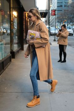 http://www.hawtcelebs.com/wp-content/uploads/2018/01/gigi-hadid-out-and-about-in-new-york-01-13-2018-11.jpg
