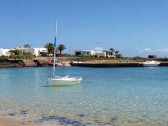 Pedro Barba, La Graciosa, Lanzarote, Islas Canarias, Spain. Tenerife, Free Mind, Island Food, Island Design, Beach Bars, Canario, Island Beach, Canary Islands, Best Hotels