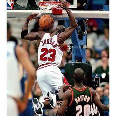 Michael Jordan scored 30 points in a playoff game 109 times. #repre23nt #airjordan #jordan #michaeljordan