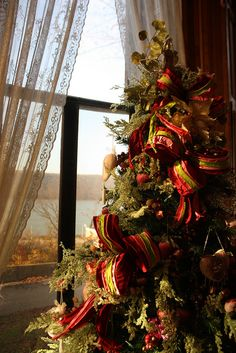 Victorian Holiday Decor in Glenview at the Hudson River Museum