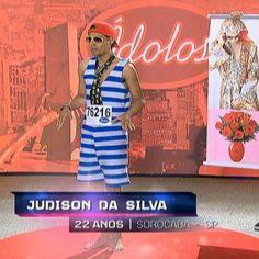 """Viciado em dar selinhos, Judison """"Buquê de Flor"""" volta com todo seu talento http://r7.com/BNUQ"""