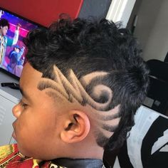 Mickey Da Barber is a master barber providing Luxury Barber Service to the Los Angeles community specializing in Fades, Designs and Custom Hair Unit. Black Boys Haircuts, Haircuts For Men, Barber Haircuts, West Hollywood, Hair Unit, Master Barber, Haircut Designs, Connect, Freestyle