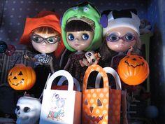 halloween blythe dollies.