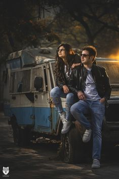 Best Ideas For Vintage Wedding Photos Grooms Photo Poses For Couples, Indian Wedding Photography Poses, Wedding Couple Poses Photography, Couple Photoshoot Poses, Couple Posing, Couple Shots, Vintage Photography, Pre Wedding Shoot Ideas, Pre Wedding Poses