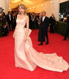 Taylor Swift in Oscar de la Renta at the 2014 Met Gala