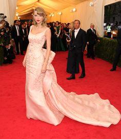 Taylor Swift in Oscar de la Renta at the 2014 Met Gala