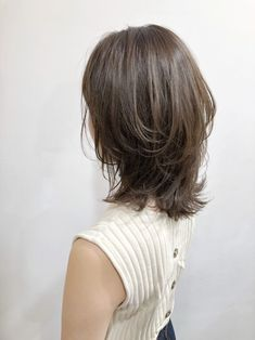 25 Best Layered Haircuts for Women Pictures of layered haircuts for women to locate your next haircut motivation from one of these well known looks. Layered Haircuts For Women, Haircuts For Medium Hair, Medium Hair Cuts, Medium Hair Styles, Short Hair Styles, Pelo Ulzzang, Hair Lengthening, Short Brown Hair, Lob Hairstyle