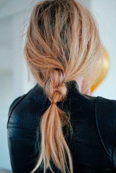 Messy braid // hair inspiration // easy hair looks Everyday Hairstyles, Messy Hairstyles, Summer Hairstyles, Trending Hairstyles, Hairstyle Ideas, Hairstyle Tutorials, Female Hairstyles, Brunette Hairstyles, Updo Hairstyle