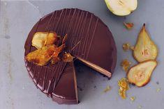 Tort cu mousse de ciocolata, pere si creme brulee/ Chocolate mousse, pear and creme brulee entremet