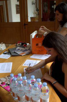 Preparazione accrediti... con gadget per i partecipanti! Monopoly, Gadget, Gadgets, Products