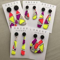 Нет описания фото. Diy Clay Earrings, Polymer Clay Necklace, How To Make Earrings, Polymer Clay Projects, Polymer Clay Creations, Handmade Polymer Clay, Clay Design, Fabric Jewelry, Clay Beads