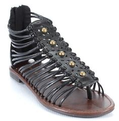 Cute black gladiator sandals, perfect for summer! Black Gladiator Sandals, Studded Sandals, Flat Sandals, Flats, Design Inspiration, Inspired, My Style, Shoes, Summer