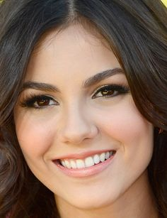 Victoria Justice's natural make-up! Kids Choice Awards 2013, Victoria Justice, Facial, Natural Make Up, Pretty Woman, Brows, Lips, Hairstyle, Cat Eyes
