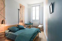 Une des chambres s'offre un lit double posé à même le sol