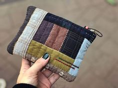 #patchwork #손바느질 #quilt #겨울파우치올 한 해도 많이 감사했습니다~ 고맙습니다.❤️ Fabric Wallet, Fabric Purses, Fabric Bags, Fabric Scraps, Patchwork Bags, Quilted Bag, Japanese Bag, Handmade Purses, Coin Bag