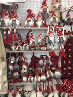 Paso a paso – Tutoriales – Gnomos – Duendes de estilo escandinavo – Manualidades para navidad – Comando Craft Christmas Sewing, Christmas Gnome, Scandinavian Christmas, Christmas Projects, Christmas 2017, Scandinavian Style, Christmas Holidays, Navidad Simple, Navidad Diy
