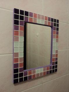 Lindo espelho da linha GELATTI, retangular com moldura de pastilhas de vidro nas cores roxo, lil�s, rosa e branco. Dimens�o total do espelho com moldura 35 cm x 25 cm. Aceito encomendas em outras cores e tamanhos.