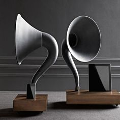 iPhone/iPad Gramophone Dock Acoustically amplifies the sound from an iPhone or iPad. The iPhone dock works with all iPhones and the iPad dock works with all iPads and iPhones. Made by Matt Richmond for Restoration Hardware. Restoration Hardware, Hifi Video, Playstation, Desk Lamp, Table Lamp, Metal Horns, Phonograph, 3d Prints, Concerto Grosso