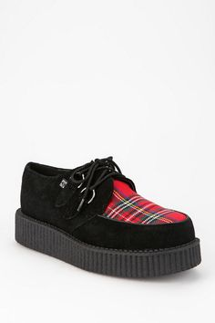 Because Hot Topic had some deadstock they needed to unload. Tuk Creepers, Shoe Crafts, Dark Fashion, Soft Suede, Platform Shoes, Tartan, Me Too Shoes, All Black Sneakers, Urban Outfitters