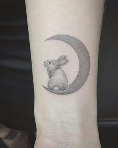 99 Inspirational Small Animal Tattoos and Designs for Animal Lovers - Beste Tattoo Ideen Tiny Wrist Tattoos, Wrist Tattoos For Women, Little Tattoos, Forearm Tattoos, Body Art Tattoos, Small Tattoos, Girl Tattoos, Tatoos, Bunny Tattoos