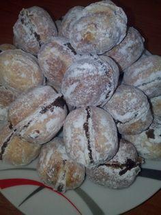 Nuci fragede Muffin, Bread, Breakfast, Food, Morning Coffee, Eten, Cupcakes, Muffins, Bakeries