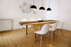 Jadalnia, nowoczesna jadalnia, drewniany stół, krzesła Eames, drewniana podłoga. Zobacz więcej na: https://www.homify.pl/katalogi-inspiracji/18715/homify-360-perfekcyjny-home-staging