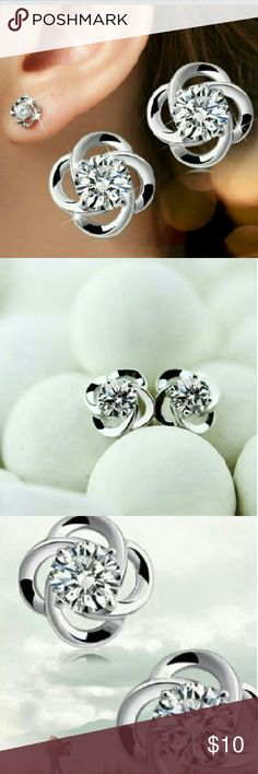 🆕 Clover Stud Earrings *Fashion Anti- Allergy Earrings *Material: Crystal. Silver Plated Jewelry Earrings
