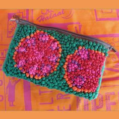 t-shirt weaving tutorial. Bobble effect purse. Abstract. Woven. Weaving. ReFab Diaries: DIY: Mielie Peeps