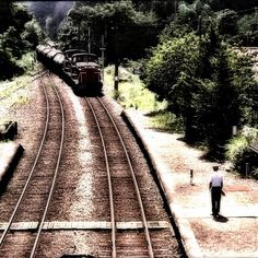 昼下がりの駅 / Station in the early afternoon - Train Station, Railroad Tracks, My Photos, Mac, March, Poppy, Train Tracks