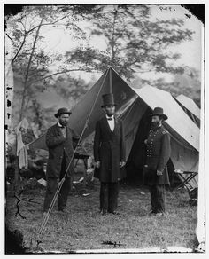 President Abraham Lincoln, between his bodyguard Major Allan Pinkerton (left) and General John A. McClernand, visiting the Union camp at Sharpsburg, Maryland, October a few weeks after the Battle of Antietam during the American Civil War. History Photos, World History, Asian History, History Facts, History Class, Teaching History, American Civil War, American History, American Presidents