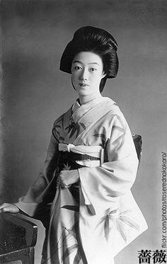 The Kimono Gallery Black And White People, Black And White Pictures, Asian Image, Retro Pictures, Traditional Fashion, Japanese Beauty, Japanese Culture, Beautiful Asian Girls, Vintage Images