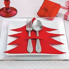 Dress up your Christmas table decorations with this easy Christmas craft. table decorations , Dress up your Christmas table decorations with this easy Christmas craft. Dress up your Christmas table decorations with this easy Christmas craft. Creative Christmas Trees, Easy Christmas Crafts, Noel Christmas, Christmas Projects, Simple Christmas, Christmas Ornaments, Origami Christmas, Christmas Place, Vegan Christmas