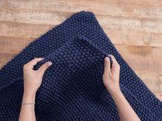 DIY tutorial: Knit a Baby Blanket in Moss Stitch via DaWanda.com
